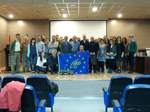 """Los asistentes a la """"I Jornada Técnica sobre la conservación de Astragalus nitidiflorus"""" con el instrumento finaciero LIFE+"""