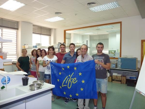 Imagen del personal de la UPCT recibiendo a los voluntarios en la ETSIA de Cartagena