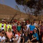 Participantes a la Ruta, con el Cabezo Negro de Tallante de fondo