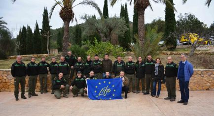 Agentes medioambientales y técnicos de la CARM, luchando por la conservación de la biodiversidad. ¡Gracias por el apoyo prestado al garbancillo de Tallante!